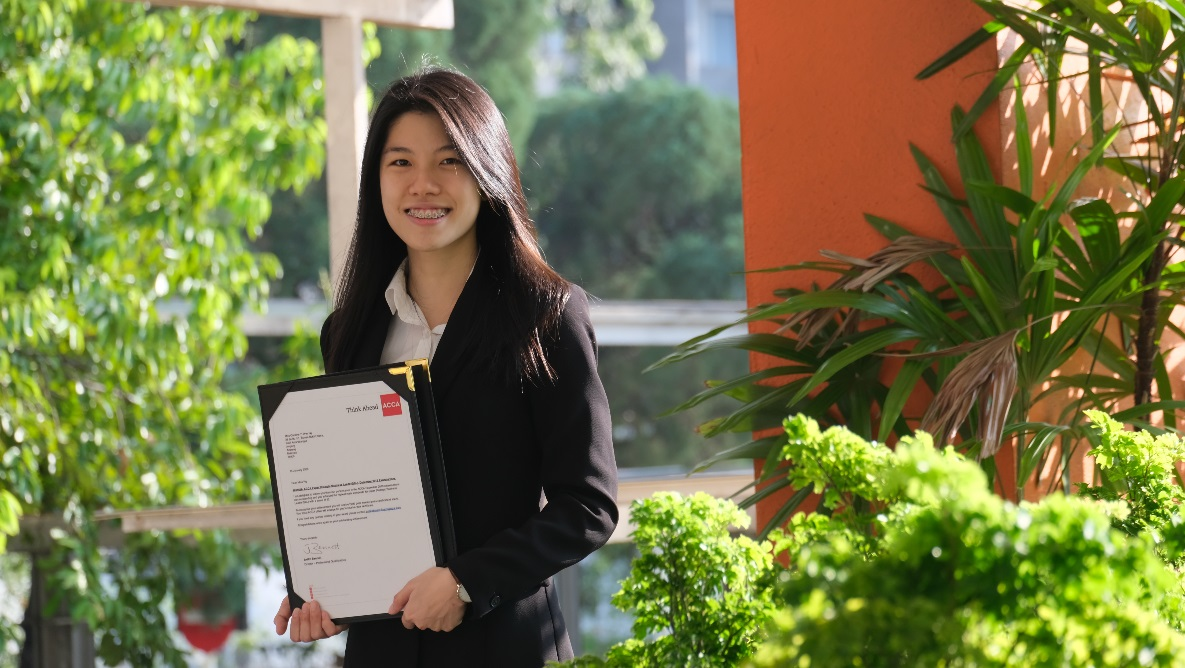 Caroline Ng Yi-Wye is the first Malaysian to achieve the highest mark in the world for Strategic Business Leader paper in the ACCA December 2019 examinations.